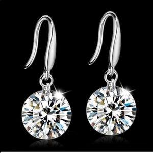 New 18 k White gold dangling earrings